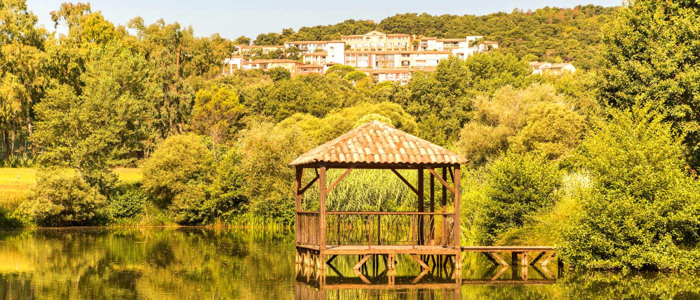 Les Restanques Lake Pagoda