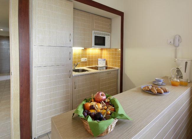 Costa Dorada Bonmont Kitchen