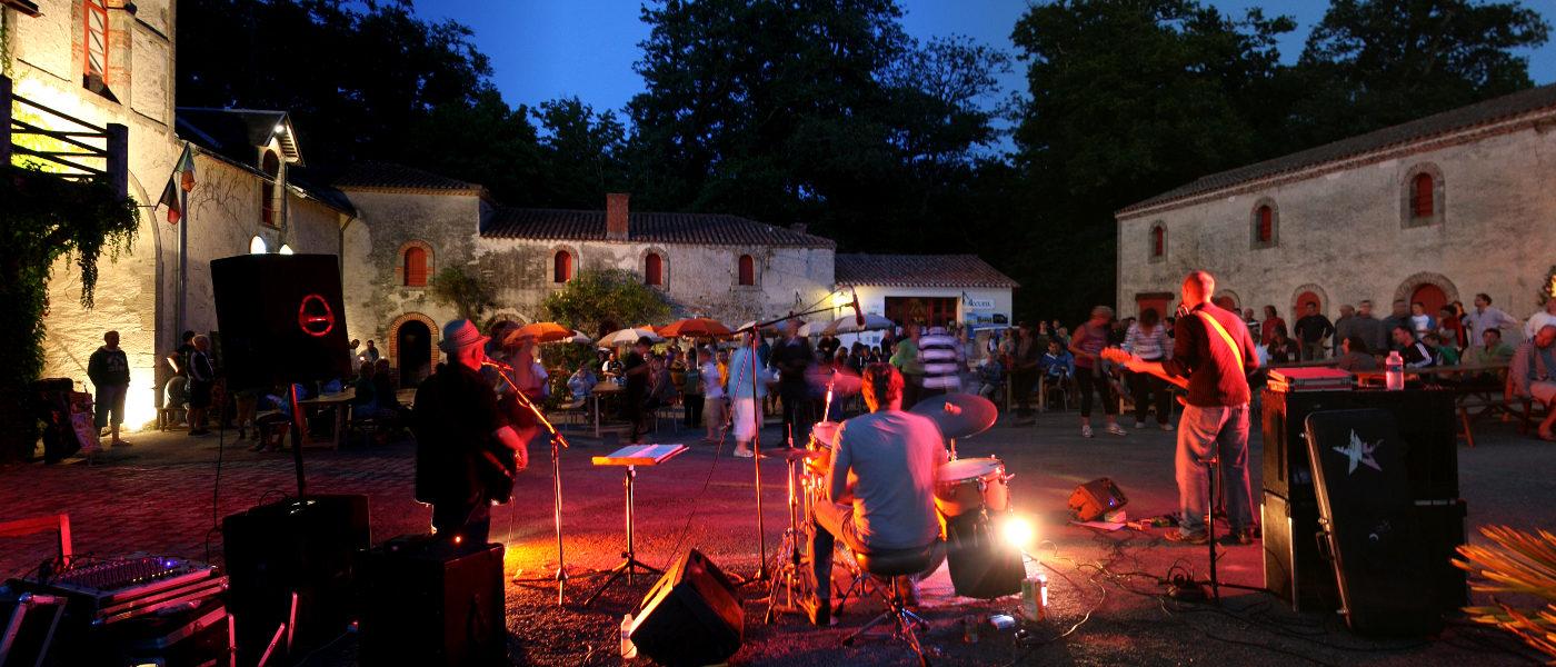 Firefly Holidays Chateau La Foret Band