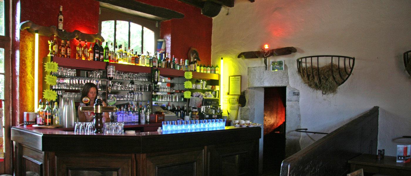 Firefly Holidays Chateau La Foret Bar