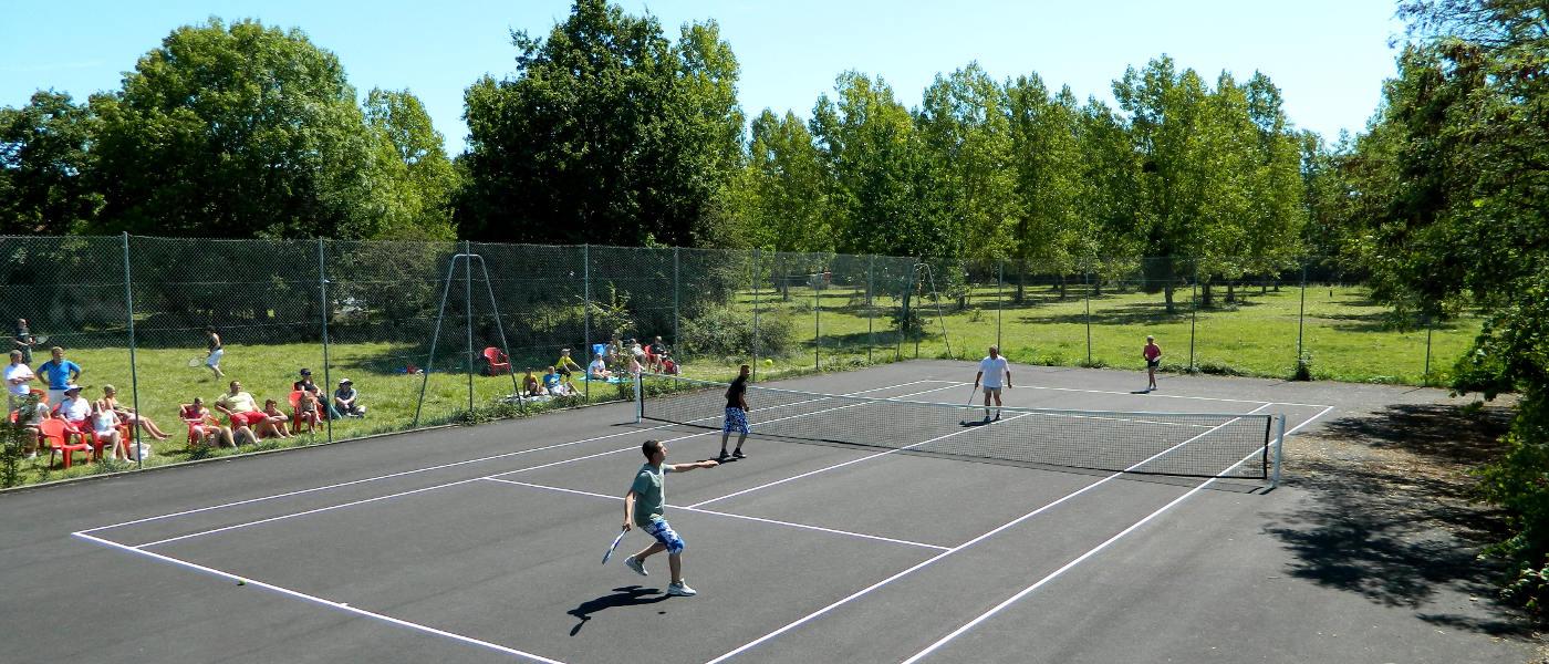 Firefly Holidays Chateau La Foret Tennis