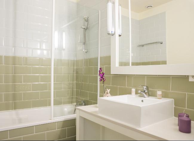 Ile de Re, Palais de Gouverneurs - Apartment Bathroom