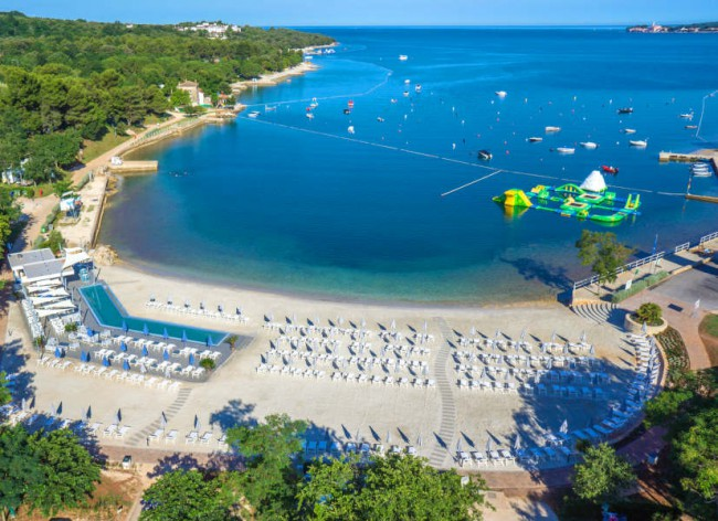 Lanterna Resort - Lovely sandy beach and beach club