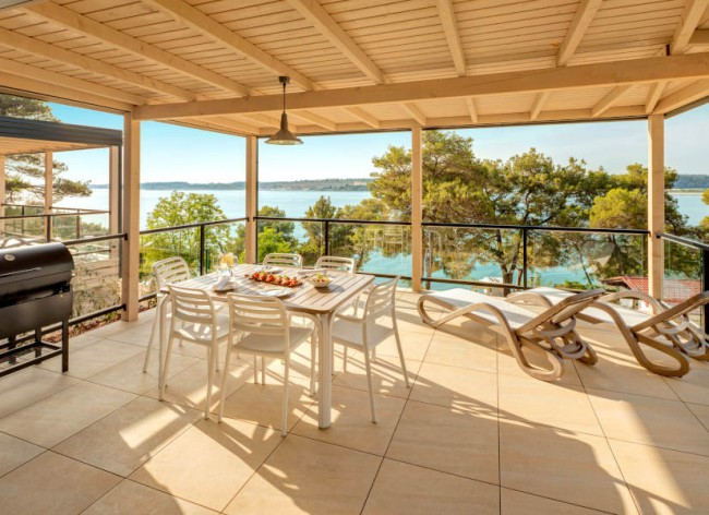 Lanterna Resort - Marbello Premium Suite: Enormous terrace with sea views