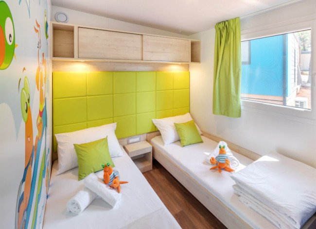 Lanterna Resort - Maro Premium children's room with themed decoration