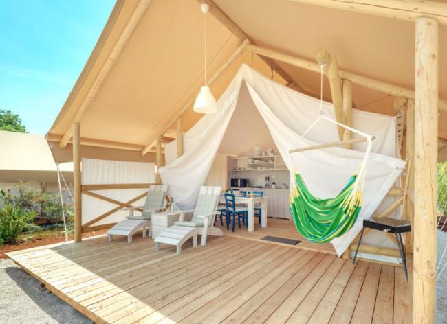Lanterna Resort - Premium Safari Tent - with bathroom and TV ... of course