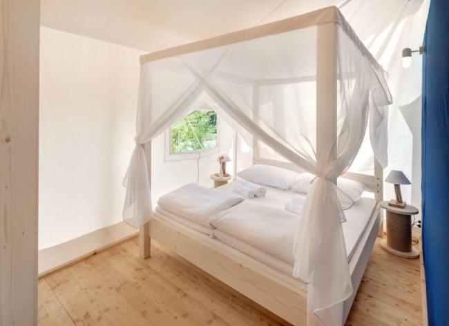 Lanterna Resort - Premium Safari Tent gorgeous four-poster double room