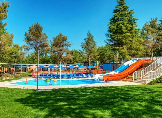 Lanterna Resort - Maro Village's exclusive waterslides and pool