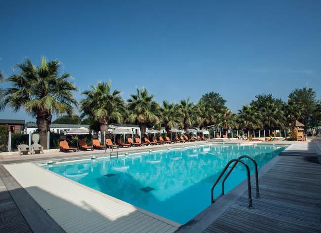 Holiday Marina Pool
