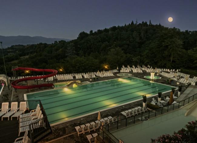 Norcenni - Lower swimming pool at dusk