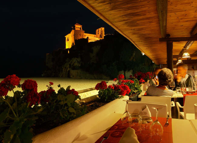 Tamarit Park, Beach Restaurant at Night