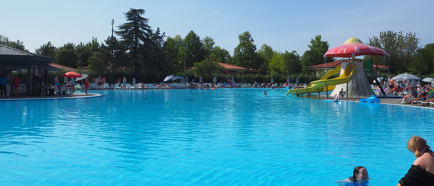 Bella Italia Large Pool