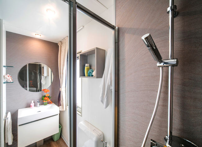 Firefly Holidays Lux Bath 472h