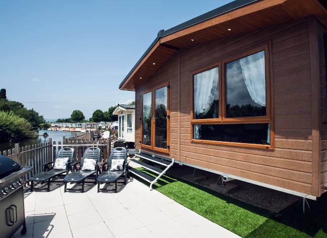Holiday Marina Lodge Exterior