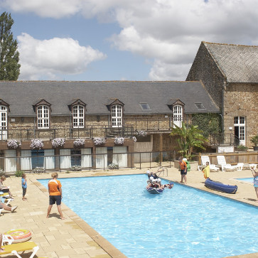 Domaine des Ormes, Clubhouse Pool