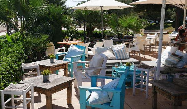 Costa Dorada, Calma Restaurant next door to the residence