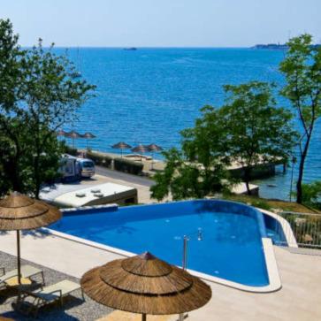 Firefly Holidays Lanterna Premium Camping Resort Glamping Pool 363