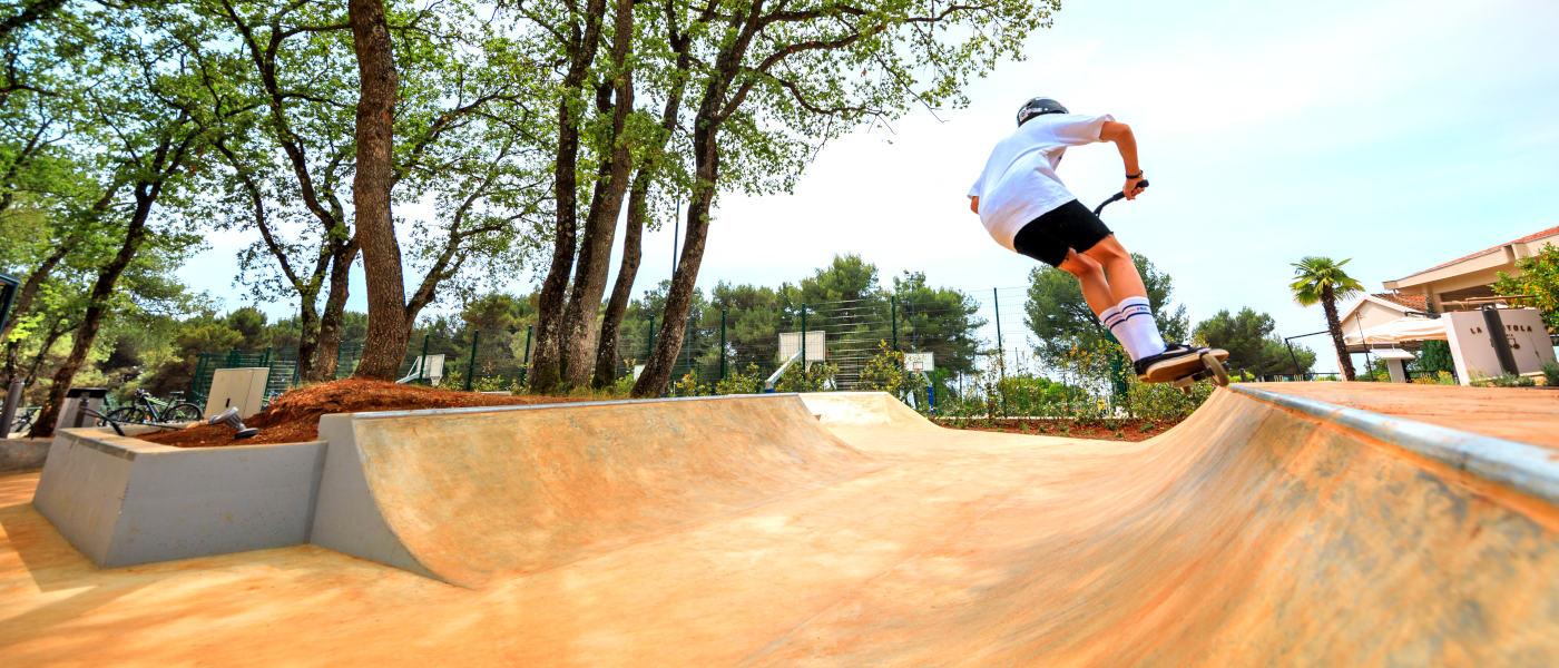 Firefly Holidays Lanterna Skatepark