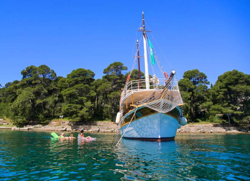 Firefly Holidays Croatia Cruises Cove Anchorage 2 600h