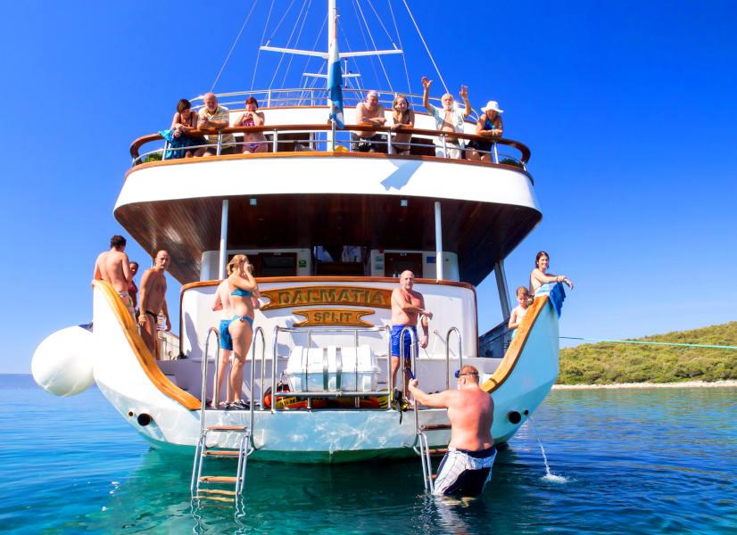 Firefly Holidays Croatia Cruises Stern 600h