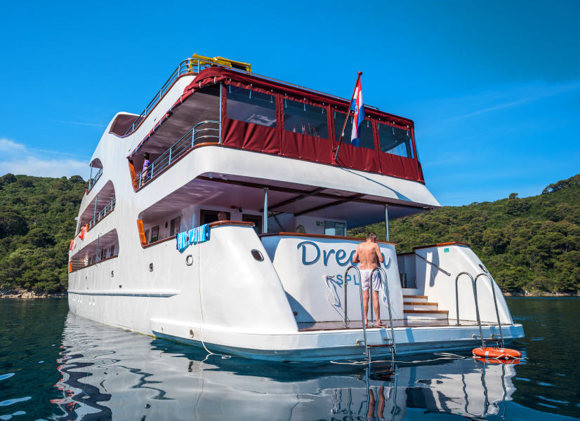 Firefly Holidays Croatia Dream Stern 600h