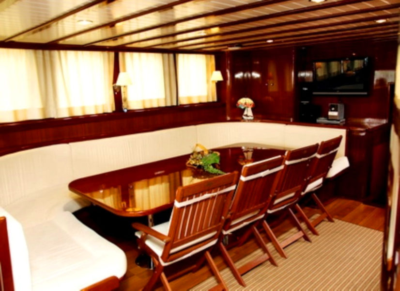 Firefly Holidays Gulet Queen of Adriatic Saloon 600h