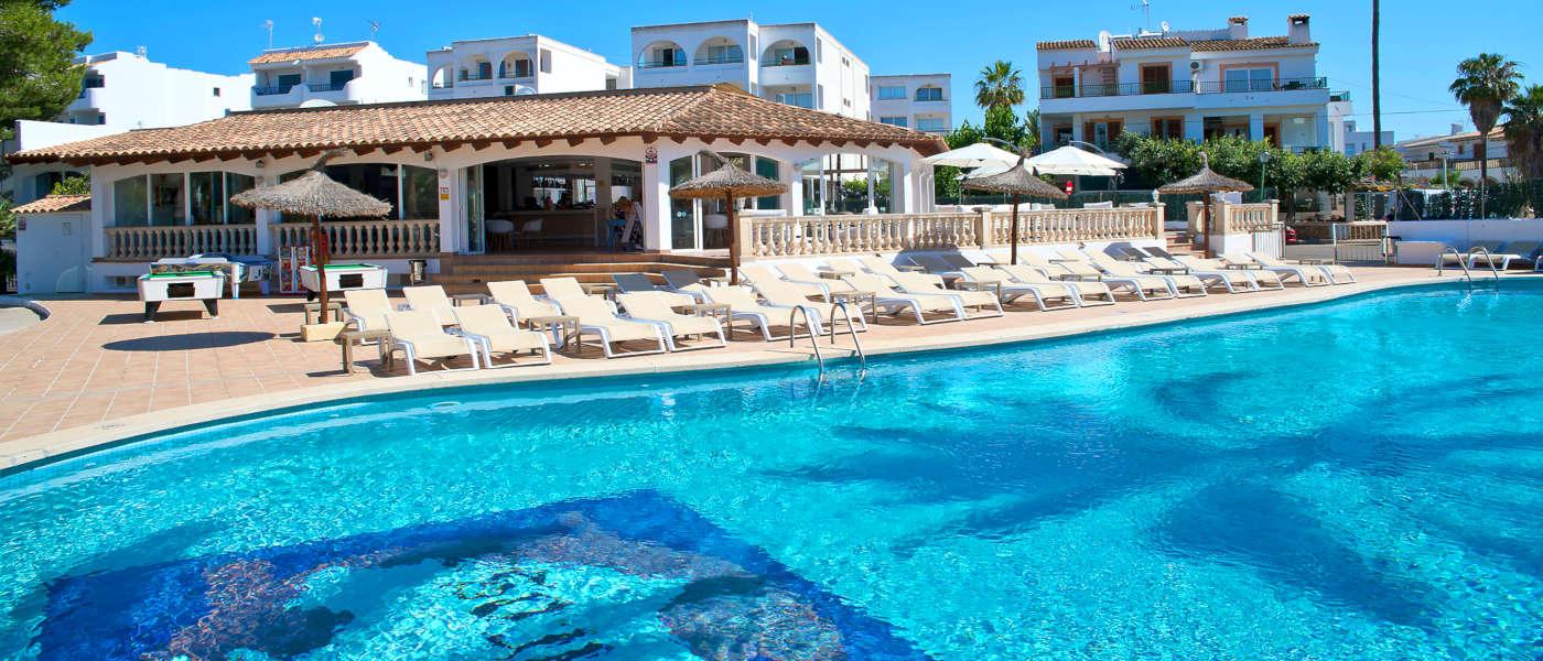 Firefly Mallorca Majorca Cecilia Pool 2