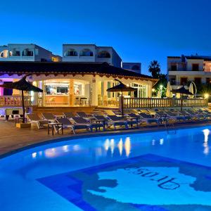 Firefly Mallorca Majorca Cecilia Pool Night 300