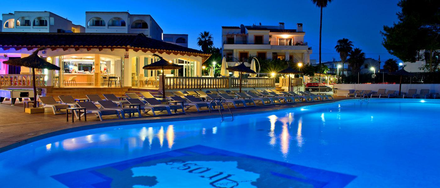 Firefly Mallorca Majorca Cecilia Pool Night