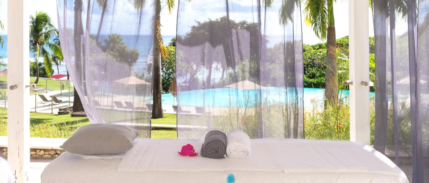 Les Tamarins Massage Bed 2